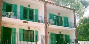 Apartment Geranis is a self-catering accommodation located in Llafranc. Accommodation will provide you with a balcony.