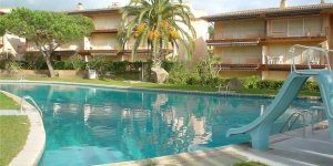 Located in Calella de Palafrugell, Apartment Illa D offers an outdoor pool. Accommodation will provide you with a balcony.