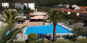 Stay in the Heart of Roses  Located 2 km from the sandy beach of Roses, Agi Rescator Resort offers an outdoor swimming pool and a garden. This self-catering accommodation features mountain and garden views.