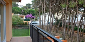 Located 400 metres from Empuries Beach, in Escala, Miquel Angel is a 4-bedroom house with a garden and terrace. This holiday home has a private garage and a barbecue area.