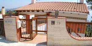 Located in Blanes, Villa Blanes 1 offers an outdoor pool. There is a full kitchen with a dishwasher and a microwave.