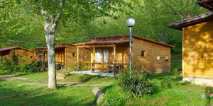 Set in the beautiful catalonian countryside, Camping La Vall d'Hostoles offers fully-equipped, wooden bungalows with free WiFi and a free private parking on site. Each heated bungalow has a double bedroom, and a bathroom with a bath.
