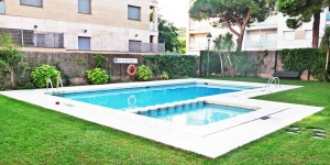 Located in Lloret de Mar, these apartments are just 5 minutes' walk from the Fenals Beach. They have access to shared gardens and an outdoor pool.