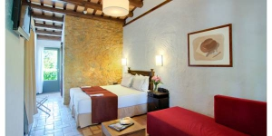 Hotel Aatu is a rural hotel with 30,000m² of gardens and 2 outdoor swimming pools. It is set in the Medieval village of Peratallada, a 15-minute drive from the Costa Brava.