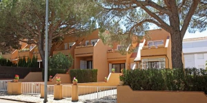 Set in Pals, Casa adosada en Playa de Pals features a furnished terrace and a garden. Sa Riera Beach is 7 km from the accommodation.