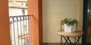 Situated in the small town of San Jaime de Llierca, a 5-minute walk from Fluvia River, El Balco del Llierca offers self-catering accommodation with a small balcony. The living area includes a flat-screen TV and an open-plan kitchen equipped with a hob, microwave, and fridge.