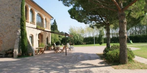 This 19th-century country house just outside Sant Pere Pescador has been converted into a modern hotel. Next to Mig de Dos Rius Natural Park, it has a swimming pool and gardens.