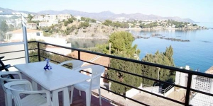 Apartment Fane 10 is a self-catering accommodation located in Llanca. There is a full kitchen with a microwave and an oven.