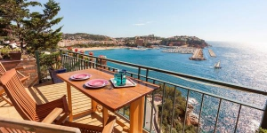 Apartment St Feliu de Guíxols is a self-catering accommodation located in Sant Feliu de Guixols. There is a full kitchen with a dishwasher and a microwave.
