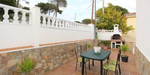 Located in Lloret de Mar, Villa Pardals offers an outdoor pool. This self-catering accommodation features WiFi.