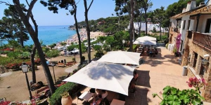 Camping Treumal is set overlooking Playa de Can Cristus Beach, on the Costa Brava, between Platja D'Aro and Calonge. It features a private beach area, outdoor pool and free on-site parking.