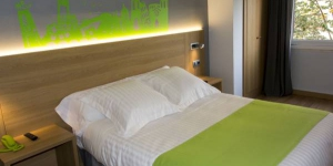 Hotel Margarit is next to the River Onyar, in the heart of Girona. This small hotel offers accommodation, just 300 metres from the historic Barri Vell district.