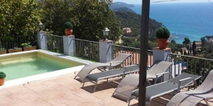 Located in Blanes, Villa Marina offers an outdoor pool. Accommodation will provide you with a balcony.