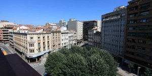 Less than a quarter mile from the train station, Central Suites Girona offers fully-equipped apartments in a renovated neo-classical building. Plaza Catalunya and Parc de la Devesa Park are just over a quarter mile away.