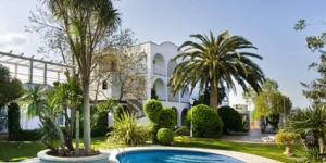 This family-run hotel is just one mile from the beach in Sant Pere Pescador. Surrounded by a pine forest, it features an outdoor pool, hot tub and tennis court, and is 12 miles from Figueres.