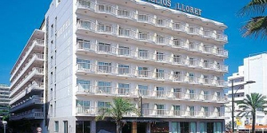 Stay in the Heart of Lloret de Mar  Hotel Helios Lloret is set in central Lloret de Mar, just 165 yards from Lloret Beach. It offers a terrace and air-conditioned rooms with a balcony, TV and private bathroom.