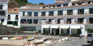 Set in Cadaqués, this hotel is well-located for a sunny beach vacation on the Costa Brava. Facilities include an outdoor swimming pool and olive tree garden.
