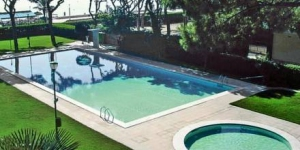 Apartamentos Olivier is less than 5 minutes' walk from S'Abanell Beach, the longest in Blanes. Featuring extensive gardens, the property has a shared outdoor pool and a children's pool.