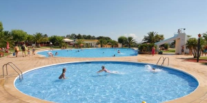 This quiet campground with seasonal outdoor swimming pool offers modern fully-equipped bungalows. It is surrounded by countryside and is just 15 minutes' drive from the Costa Brava beaches.