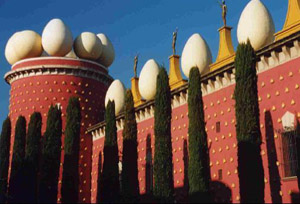 Giant eggs on the roof of the Dali Museum