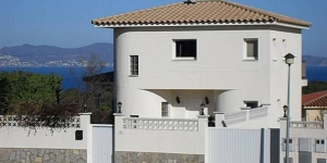 Holiday Home Hart L Escala is located in L' Escala. Offers free parking and an outdoor pool.